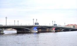 Annunciation γέφυρα στην ημέρα σύννεφων Στοκ Φωτογραφίες