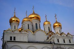 Annunciation εκκλησία της Μόσχας Κρεμλίνο μπλε ουρανός ανασκόπησης Στοκ εικόνα με δικαίωμα ελεύθερης χρήσης