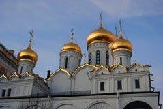Annunciation εκκλησία της Μόσχας Κρεμλίνο μπλε ουρανός ανασκόπησης Στοκ Εικόνα