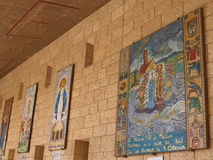 annunciation εκκλησία Ισραήλ nazareth Βασιλική γυναικείας ημέρας, εικονίδια μωσαϊκών στο προαύλιο γ Στοκ φωτογραφία με δικαίωμα ελεύθερης χρήσης