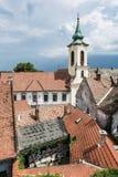 Annunciation εκκλησία και κόκκινες στέγες των παλαιών σπιτιών, Szentendre, Hun Στοκ φωτογραφίες με δικαίωμα ελεύθερης χρήσης