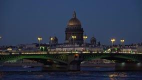 Annunciation η γέφυρα και ο θόλος Αγίου Isaac Cathedral μέσα αργά μπορούν βράδυ Άγιος-Πετρούπολη φιλμ μικρού μήκους