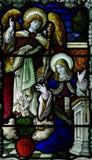 Annunciation στο λεκιασμένο γυαλί: Mary και Gabriel Στοκ Εικόνα