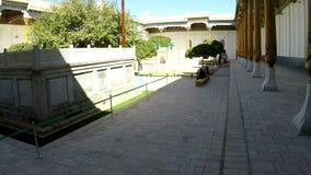 Annuncio-baccano complesso di Baha l'insieme di culto che è in un quartiere residenziale periferico di Buchara, l'Uzbekistan, l'U stock footage
