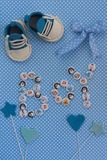 Annuncio del bambino Fondo neonato Accessori del fondente Invita Fotografie Stock