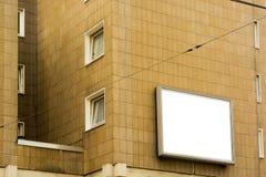Annuncio di esposizione in bianco sulla parete della Camera fotografia stock libera da diritti