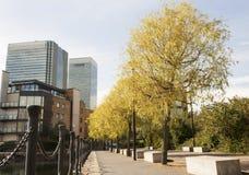 Annuncio pubblicitario e zona residenziale di Londra Fotografie Stock