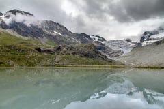 Annuvolamento di riflessione del lago glacier Fotografie Stock Libere da Diritti