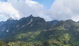 Annuvolamento su panorama delle montagne Fotografia Stock Libera da Diritti