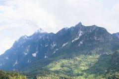 Annuvolamento sulle montagne Immagine Stock
