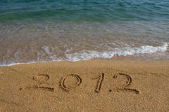 Ano 2012 escrito na areia Imagens de Stock Royalty Free