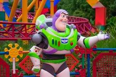 Ano claro do zumbido no fundo colorido em estúdios de Hollywood na área 3 de Walt Disney World imagens de stock