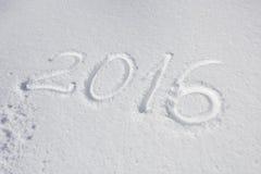 Ano 2016 escrito sobre a neve Fotografia de Stock Royalty Free
