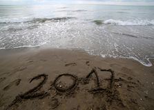 Ano 2017 na areia do mar Fotografia de Stock Royalty Free