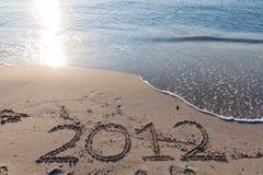 Ano novo 2012 na praia foto de stock