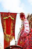 Ano novo chinês chinês de Londres do dragão e da bandeira Imagens de Stock Royalty Free