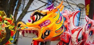 Ano novo chinês Paris 2019 França - dança do dragão imagem de stock royalty free