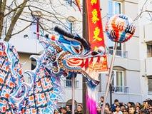 Ano novo chinês Paris 2019 França - dança do dragão fotos de stock royalty free
