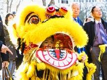 Ano novo chinês Paris 2019 França - dança do leão fotografia de stock royalty free