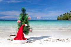 Ano novo da celebração na praia tropical imagens de stock