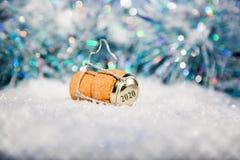 Ano novo 2020 da cortiça da véspera de Ano Novo/Champagne Imagens de Stock Royalty Free