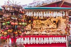 Ano novo e Natal justos Frutos secos, especiarias, scenting decorações Budapest, Hungria imagens de stock