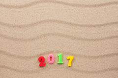 Ano novo 2017 escrito na areia Imagens de Stock Royalty Free
