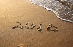 Ano novo 2016 escrito no Sandy Beach a imagem é retro filtrada Foto de Stock
