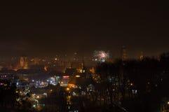 Ano novo Eve Fireworks Display na cidade velha de Gdansk imagem de stock royalty free
