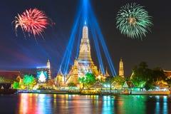 Ano novo feliz 2016, contagem regressiva 2016 em Wat ArunTemple, fogos-de-artifício, W Fotos de Stock Royalty Free
