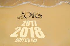 Ano novo feliz 2016 criativo na praia, Nha Trang, Vietname Imagens de Stock