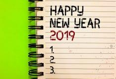 Ano novo feliz 2019 do texto da escrita da palavra Conceito do negócio para o preto escrito de comemoração de cumprimento do novo fotografia de stock