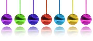 Ano novo feliz e esferas coloridas sobre o branco Foto de Stock
