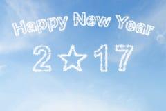Ano novo feliz 2017 e nuvem da forma da estrela no céu Fotografia de Stock Royalty Free