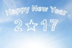 Ano novo feliz 2017 e nuvem de estrela no céu azul da luz do sol Fotos de Stock Royalty Free