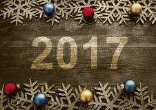 Ano novo feliz 2017 em um fundo de madeira Número 2017 no estilo do vintage Imagem de Stock