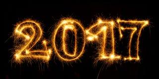 Ano novo feliz feito por chuveirinhos no fundo preto Fotos de Stock Royalty Free