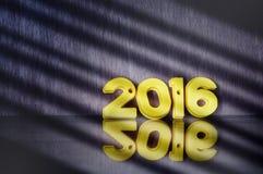 Ano novo feliz, feixe do conceito da luz e ideia colorida do número Fotos de Stock Royalty Free