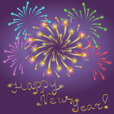 Ano novo feliz! Fogos-de-artifício estrelados coloridos Shinning no céu noturno ilustração do vetor