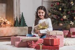 Ano novo feliz! Menina com presentes Imagem de Stock Royalty Free