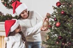 Ano novo feliz! Menina e mamã Fotos de Stock Royalty Free