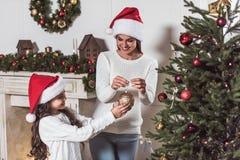 Ano novo feliz! Menina e mamã Fotos de Stock