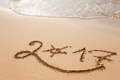 Ano novo feliz 2017 na praia Fotografia de Stock