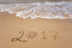 Ano novo feliz 2017 na praia Foto de Stock Royalty Free
