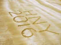 Ano novo feliz 2016 na praia da areia Fotos de Stock Royalty Free