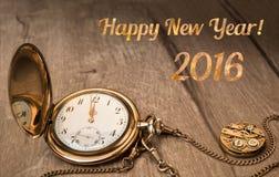 Ano novo feliz 2016! Relógio do vintage que mostra cinco a doze Foto de Stock