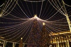 Ano novo, inverno Moscou em toda sua iluminação festiva foto de stock