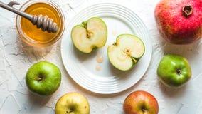 Ano novo judaico, frutos e mel do feriado Foto de Stock Royalty Free