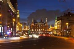 Ano novo Moscou da noite. Rússia Fotografia de Stock Royalty Free