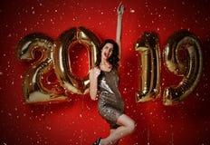 Ano novo Mulher com balões que comemora no partido imagens de stock